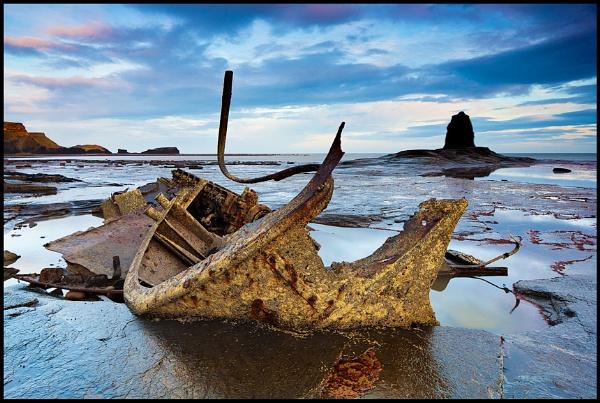 Saltwick Bay by spiros