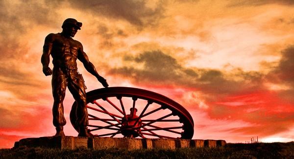 Ellington pit memorial statue by raynerash