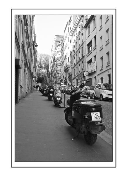 Montmartre scooters by heffalump