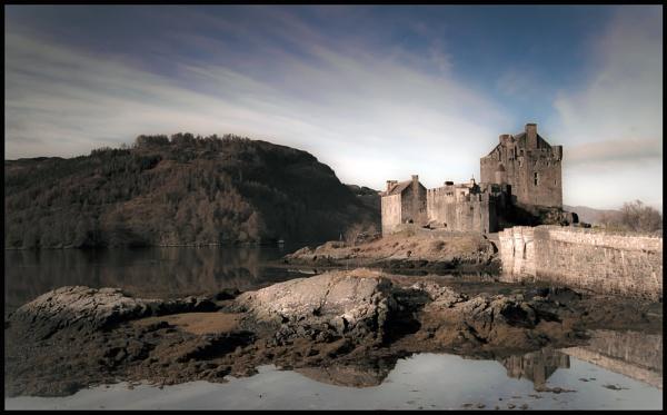 Eilean Donan Castle by terry-