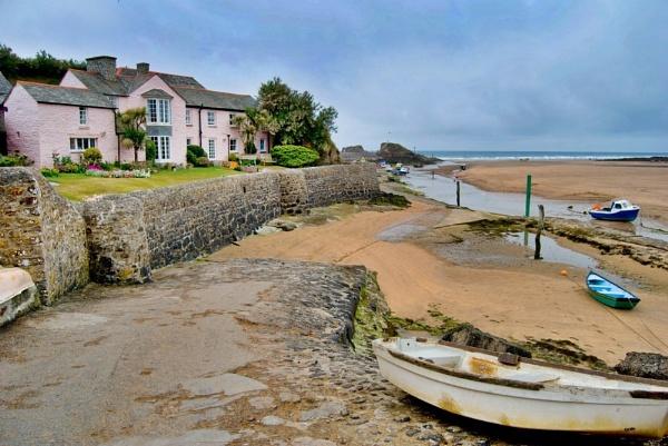 Pink seashore cottage by renoops