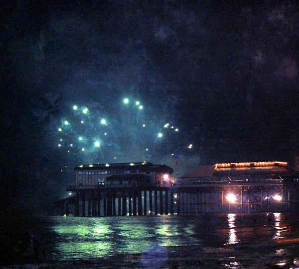Cromer pier 2012 New Year fireworks by kopo