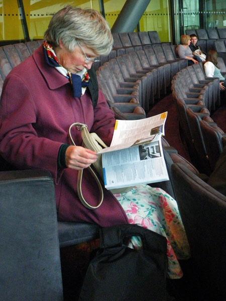 Reading Ephotozine Magazine by kombizz