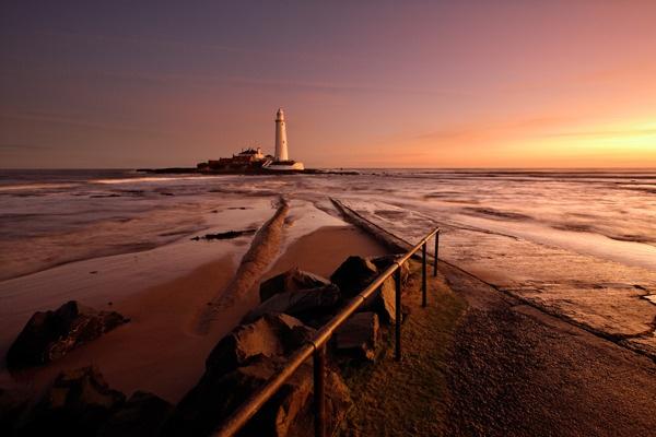 St Mary\'s Lighthouse by djjurky