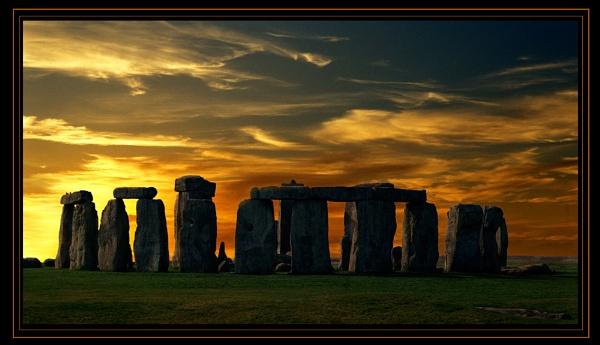 Stonehenge at sunset by bryan26