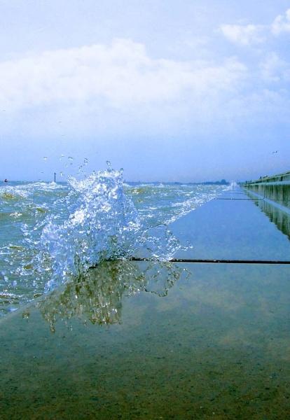 Surprise Splash by NDODS