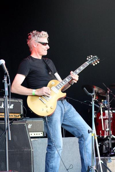 Guitarist by ibayntun