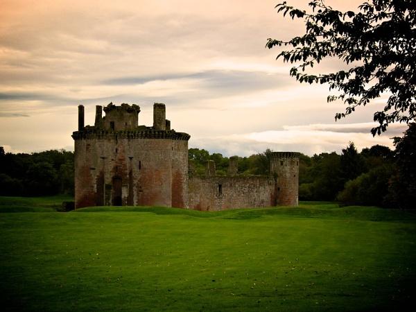 Caerlaverock Castle by flookoco