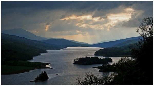 "\""Loch Tummel\"" by RonnieAG"