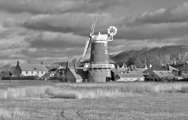 Cley In Mono by Scooby10