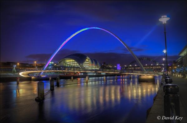 Newcastle - Millenium Bridge by woodyp