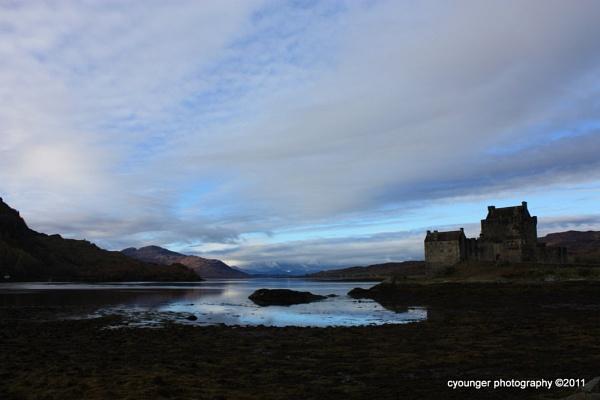 Eilean Donan Castle by desbarnio