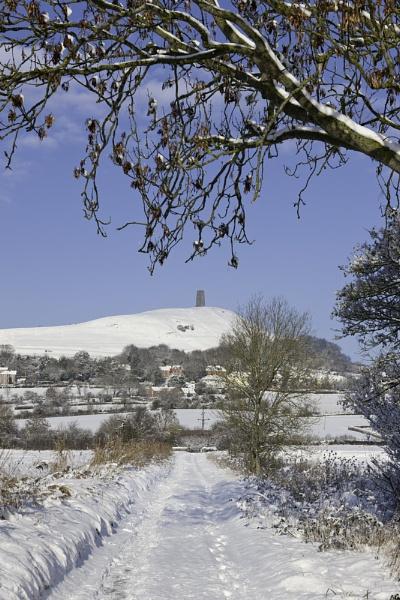 Snow on Glastonbury Torr by livinglevels