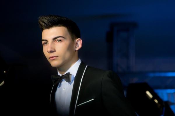 Bond...James Bond by mikan