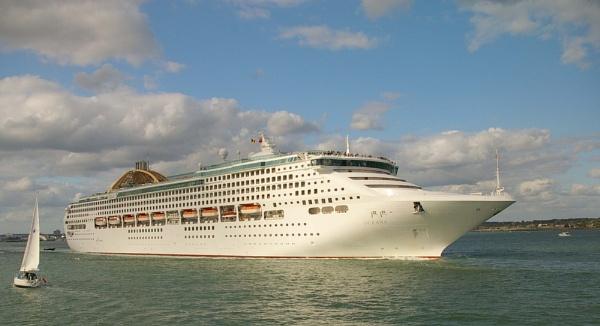Cruise Ship on Southampton Water by Ian01
