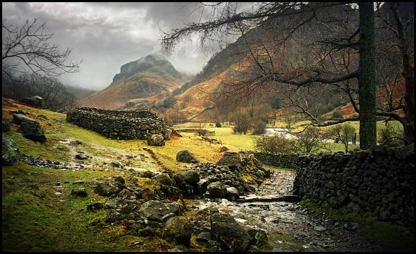 Eagle Crag. by Niknut