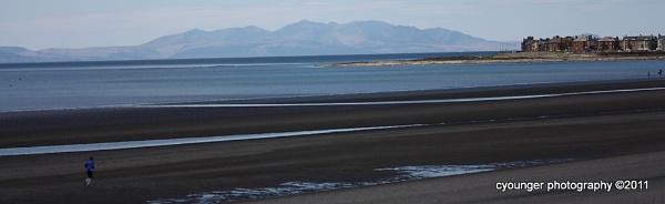 Lonely Runner by desbarnio
