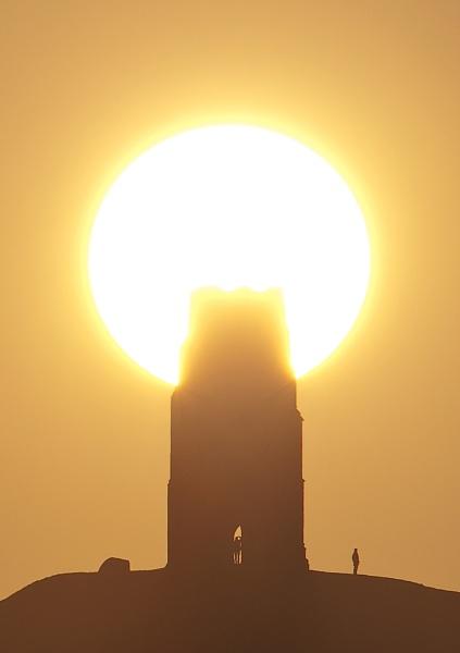 Glastonbury Tor Sunrise by livinglevels
