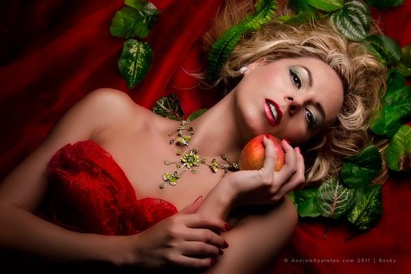Temptation by applephoto