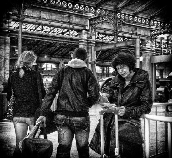Paris, gare du nord (2) by luceombra