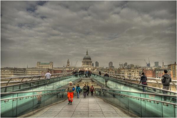 St. Paul\'s across the bridge by MossyOak