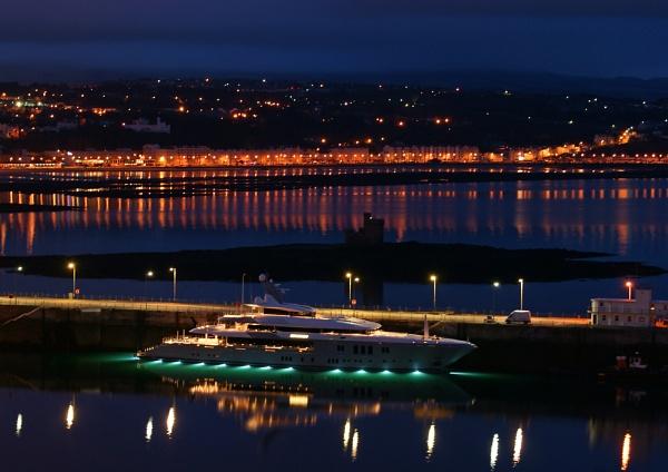 Luxury Yacht by cabmanstu