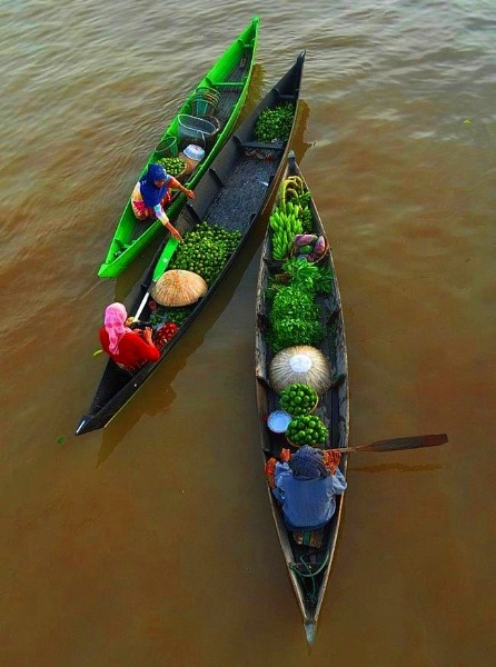 transaction on boat by yudhanh
