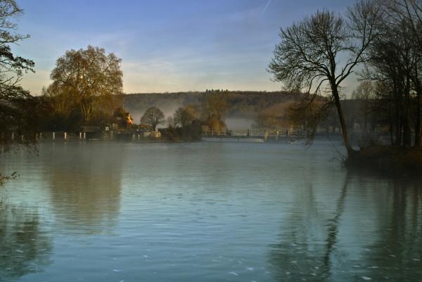 Mapledurham Lock and Weir by jimhellier