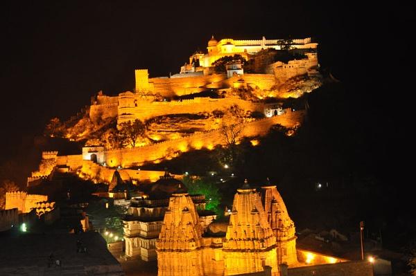 Fort Kumbhalgarh night by dsrathore999