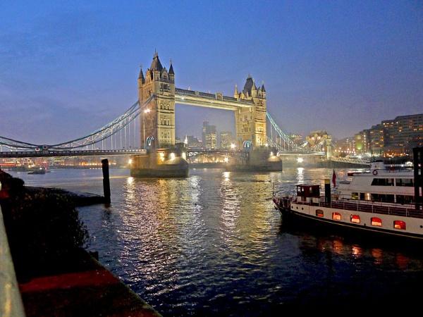 Tower Bridge by f8