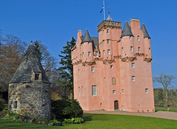 Craigievar Castle, Aberdeenshire by angler33333