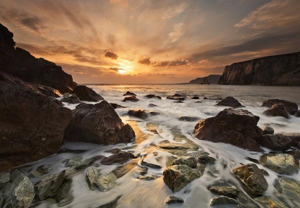 Ashleam Bay by garymcparland