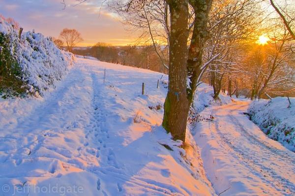 Snowy Sunrise by Escaladieu