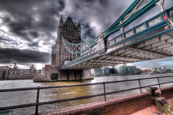 Tower Bridge by Dvaid