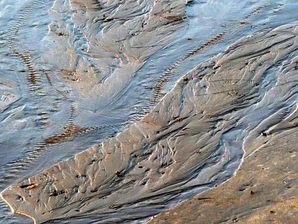 Low  tide. by HELANA