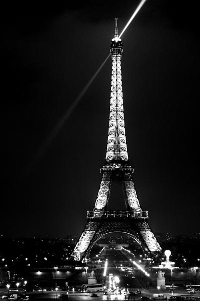 Eiffel light beam by puritycontrol