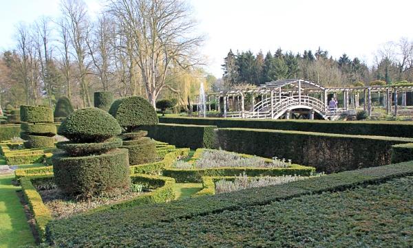 Elizabethan Garden by oaklea