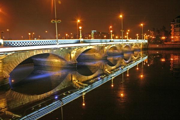 Queen\'s Bridge by mirrorlens