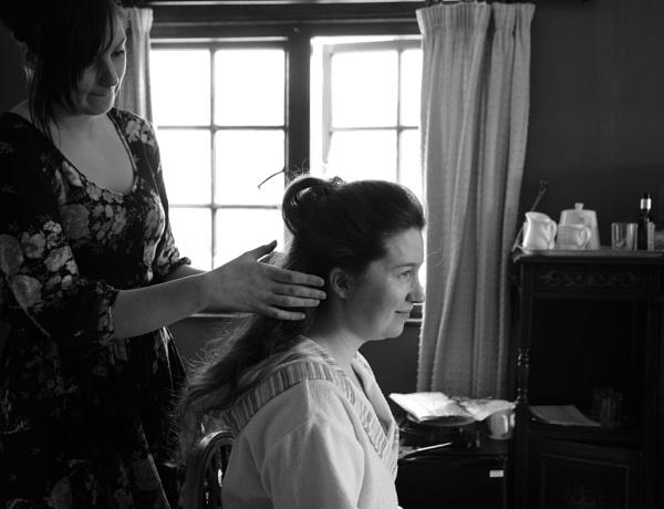 Bridesmaid preparing by Hazelmouse