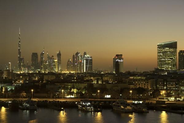 Dubai Skyline, showing the Burj Khalifa by WorldInFocus