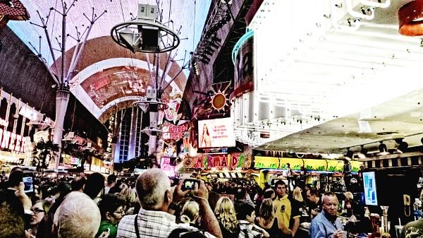 The Vegas Crowd by blackbird3