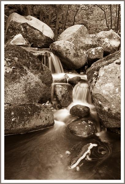 Padley Gorge by DalesLass