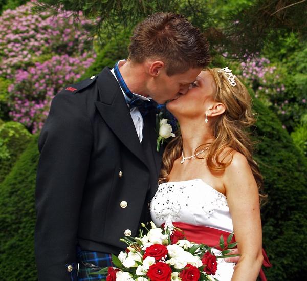 the kiss by gazlowe
