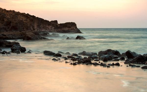Beach at Los Abrigos by TamJ