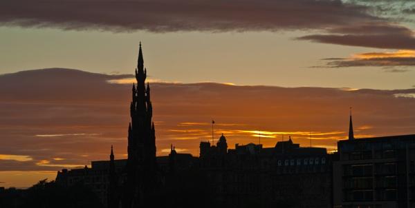 Edinburgh Skyline by ejways