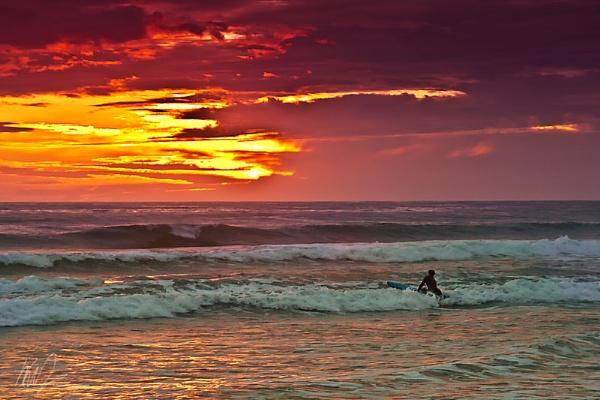 Sunset Surfing by WarrenD