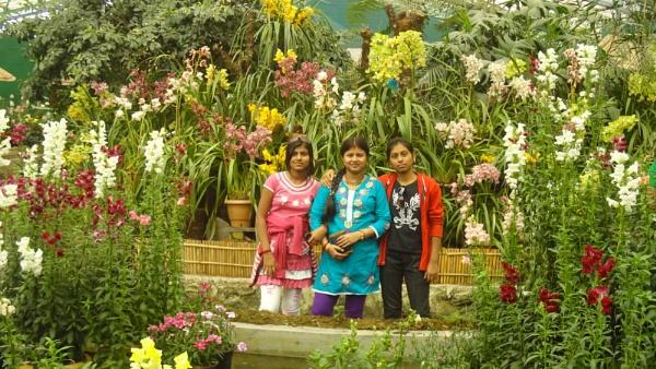 My siss at Flower Mall(Gangtok, Sikkim) by rraja85