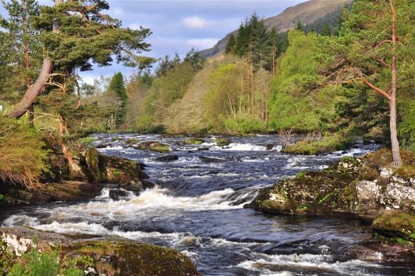 Falls Of Dochart,Killin,Scotland by wulsy