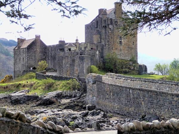 Eilean Donan castle by ronecc