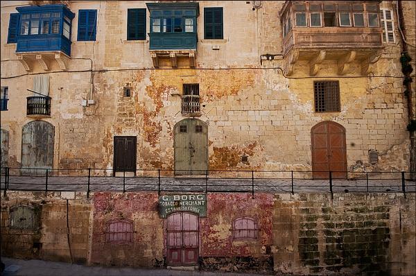 Warehouses in Valetta by nikshot